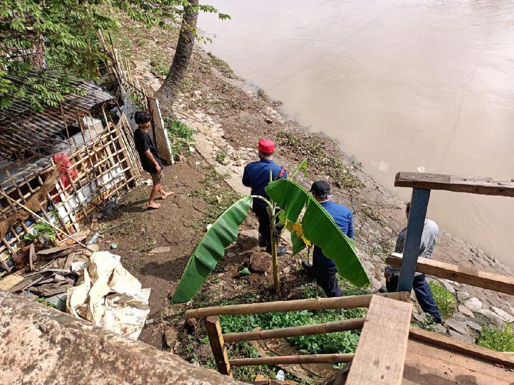 Ular Besar di Pintu Air Petamburan Belum Ditemukan, Petugas Jaga-jaga