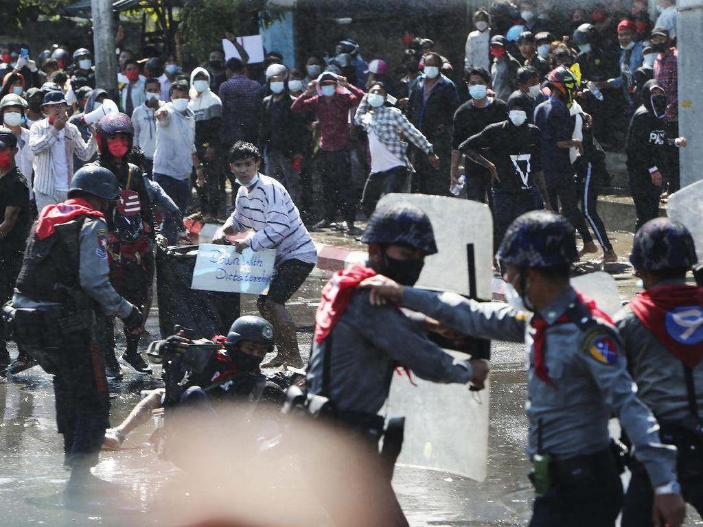 Dianggap Pro-Antikudeta, Aktor Beken di Myanmar Ditangkap!