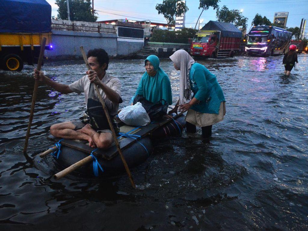 Potret Jalur Pantura yang Masih Terendam Banjir