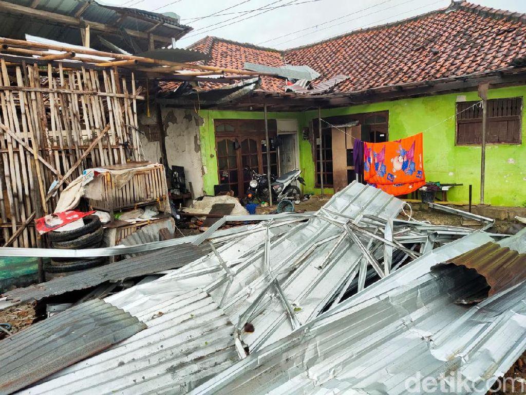 Hujan Deras-Angin Kencang Terjang Brebes, Puluhan Rumah Rusak