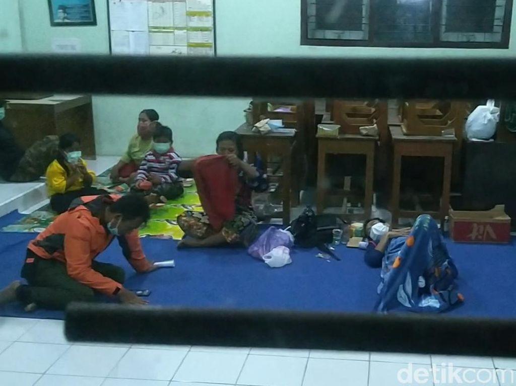 Menengok Kondisi Pengungsian Korban Banjir di Kota Pekalongan