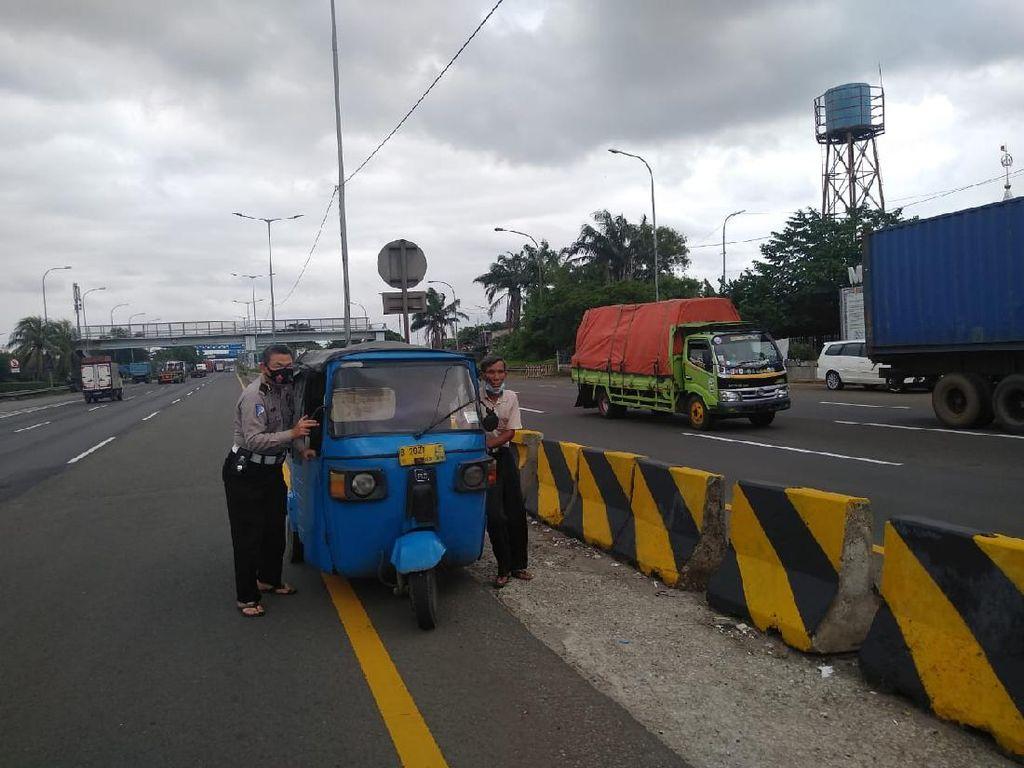 Viral Bajaj Masuk Tol JORR Cakung dan Lawan Arah, Ditilang Polisi