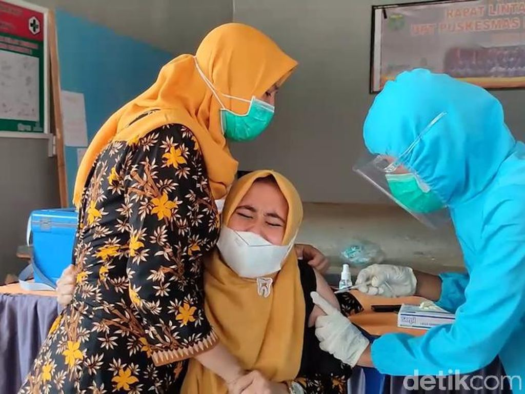 Fobia Jarum Suntik, Dokter di Sulbar Histeris Saat Divaksinasi Corona