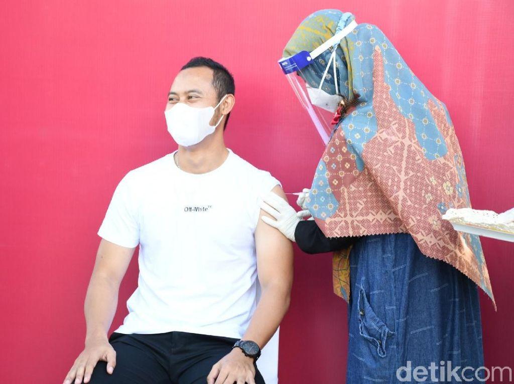 Eks Kapten Persib Atep Vaksinasi COVID-19 Dosis Kedua di Cianjur