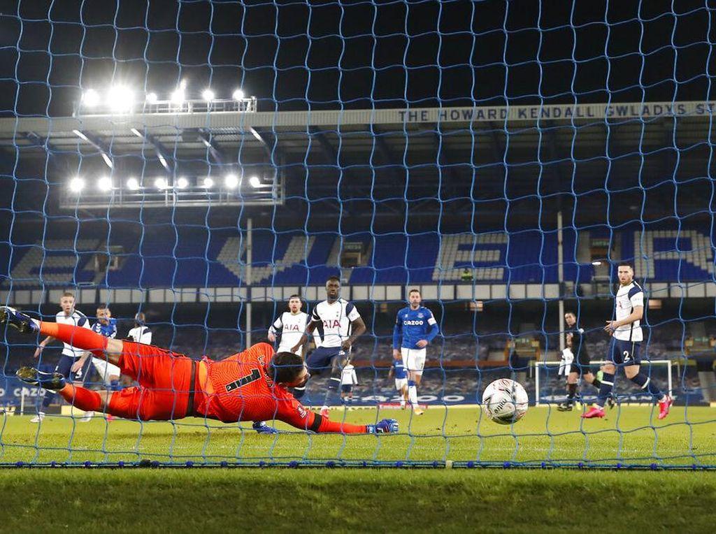 Mourinho: Kucing & Tikus Tottenham, Cetak 4 Gol tapi Bobol 5 Kali