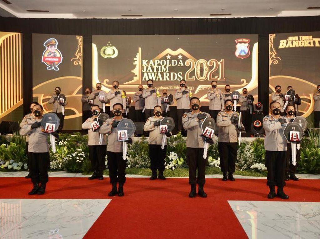 109 Polisi dan Polres Raih Penghargaan Kapolda Award Jatim 2021