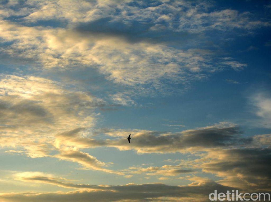 Langit Sore di Depok Jelang Tahun Baru Imlek