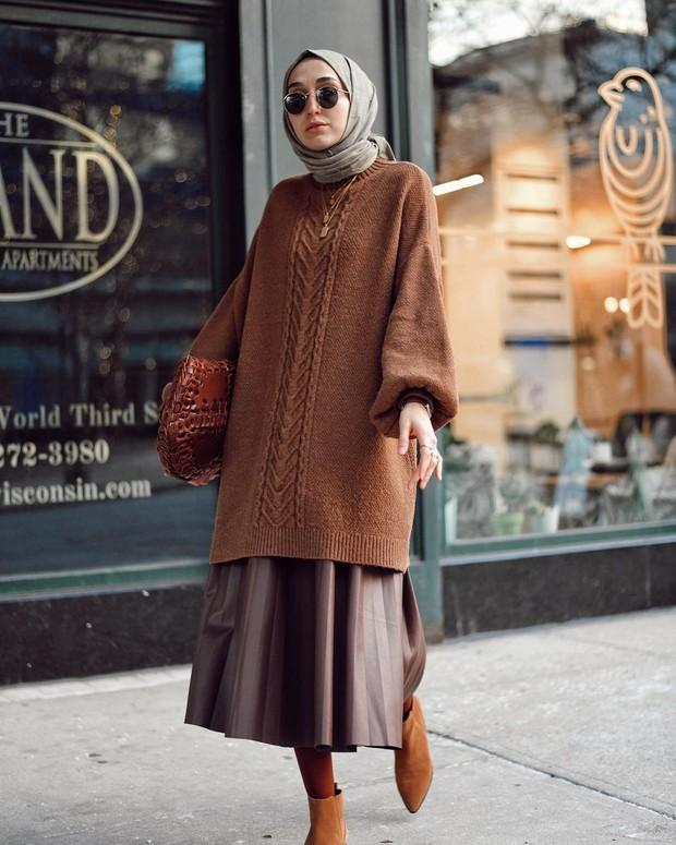 OOTD hijab tunik rajut dan rok plisket