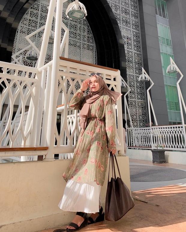 OOTD hijab tunik kerut pinggang dan rok plisket