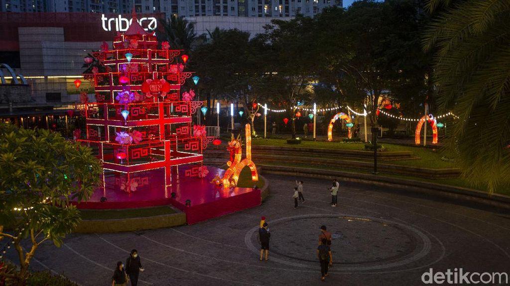 Ornamen Imlek Ramaikan Pusat Perbelanjaan Ibu Kota