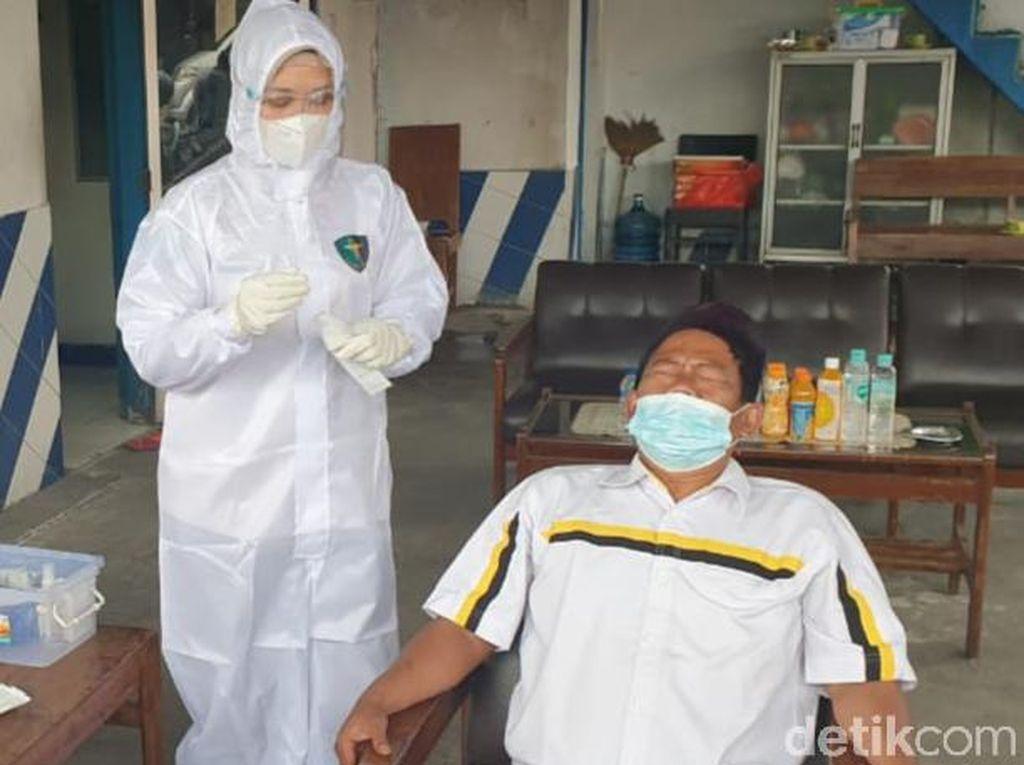 Libur Imlek, Pengendara Dites Antigen di Perbatasan Jateng-DIY
