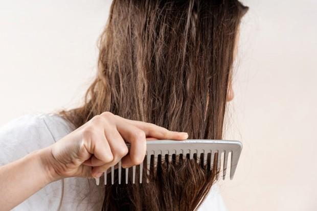 Rambut susah diatur dapat diatasi dengan minyak zaitun (source: freepik)