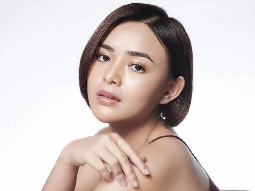 Saat Amanda Manopo Si Andin Ikatan Cinta Pose Pakai Mini Dress di Bathtub