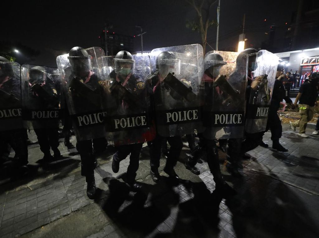 Polisi Belanda Bubarkan Protes Anti Penguncian Jelang Pemilihan