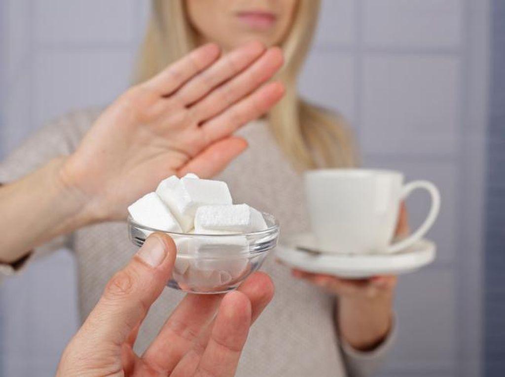 Pantangan Makanan Penderita Kolesterol hingga Efek Minum Kopi Pada Pria