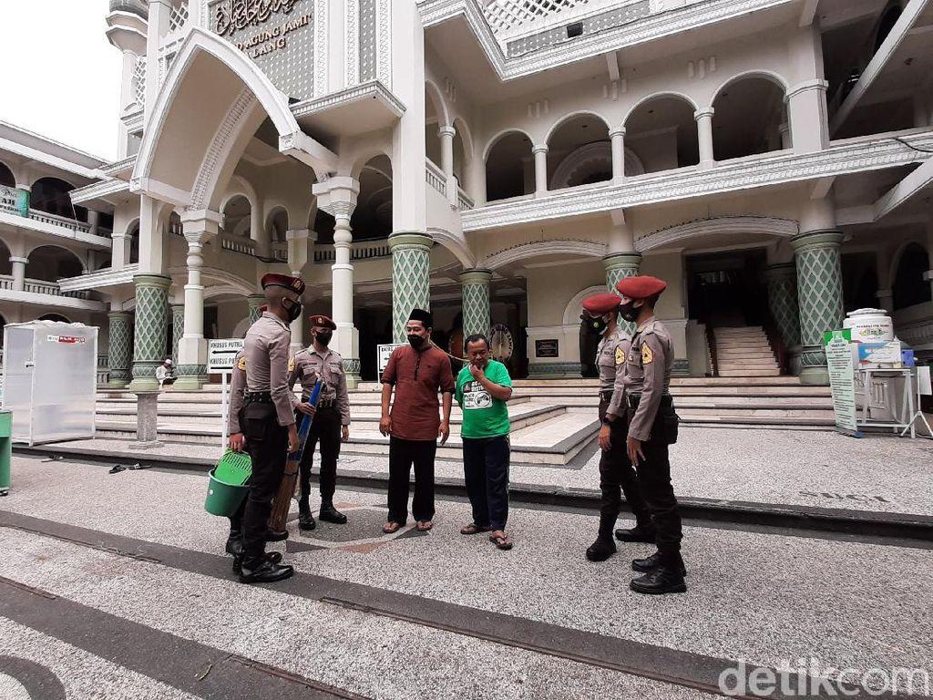 Baksos Taruna Akpol Batalyon 54 Promoter di Masjid Jami Kota Malang