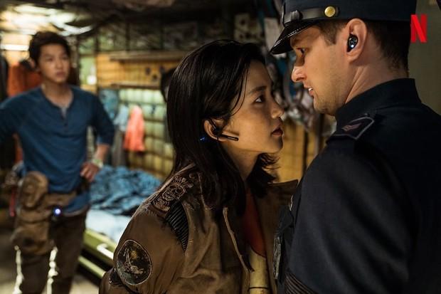 Film Space Sweeper menghadirkan multibahasa internasional.