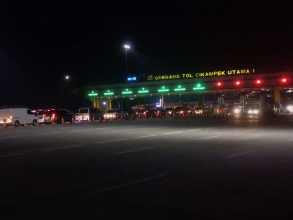 Volume Kendaraan dari Jakarta di GT Cikampek Meningkat Malam Ini