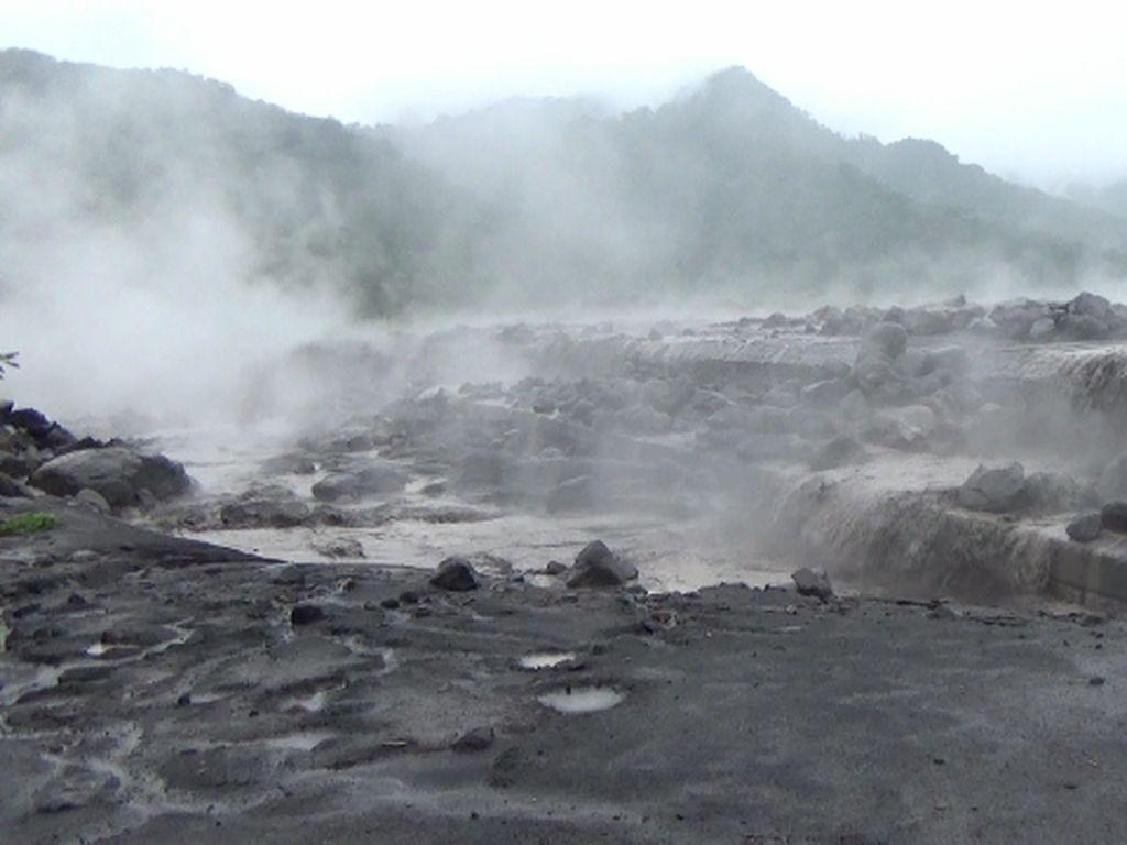 Hujan Deras, Banjir Lahar Gunung Semeru Kembali Terjadi