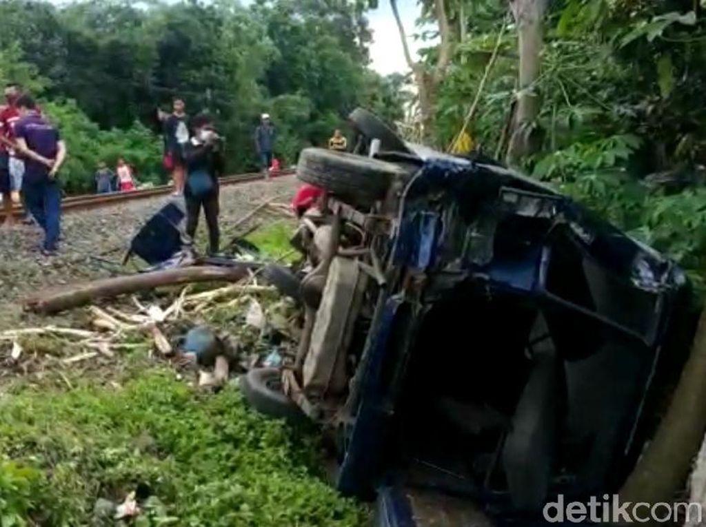 KA Dhoho vs Minibus di Blitar, Satu Penumpang Tewas
