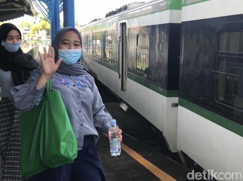 Menjajal Kereta dari Stasiun Pulau Aie yang Mati Suri Selama 44 Tahun