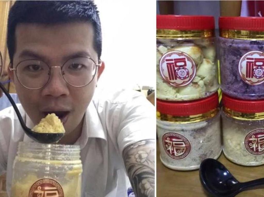 Gegara Kue Imlek Miliknya Hancur, Pria Ini Makan Kue Kering Pakai Sendok!