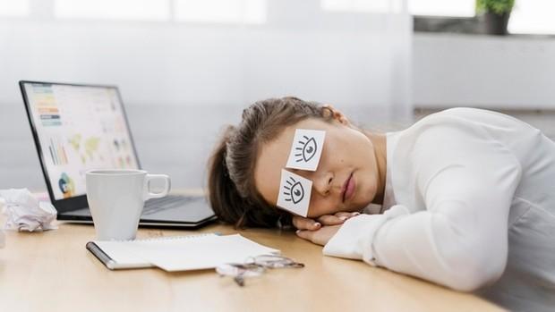 Merasa terus lelah sepanjang waktu bisa jadi karena kurang olahraga.