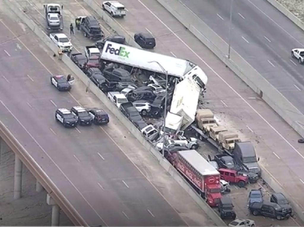 Penampakan Tabrakan Beruntun Ratusan Mobil di Texas