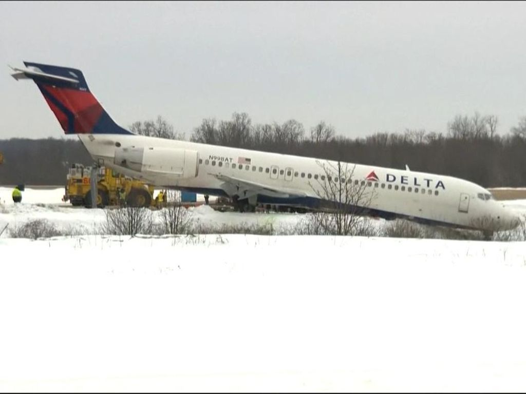 Pesawat Tergelincir Saat Hendak Lepas Landas di Pittsburgh