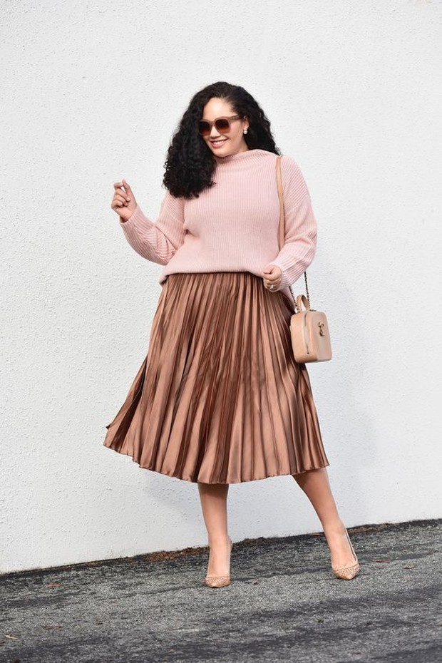 Pink knit with pleated skirt/id.pinterest.com/fashionismo