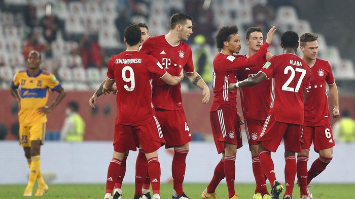 Bayerns Benjamin Pavard, third right, celebrates with his teammates after scoring his sides opening goal during the Club World Cup final soccer match between FC Bayern Munich and Tigres at the Education City stadium in Al Rayyan, Qatar, Thursday, Feb. 11, 2021. (AP Photo)