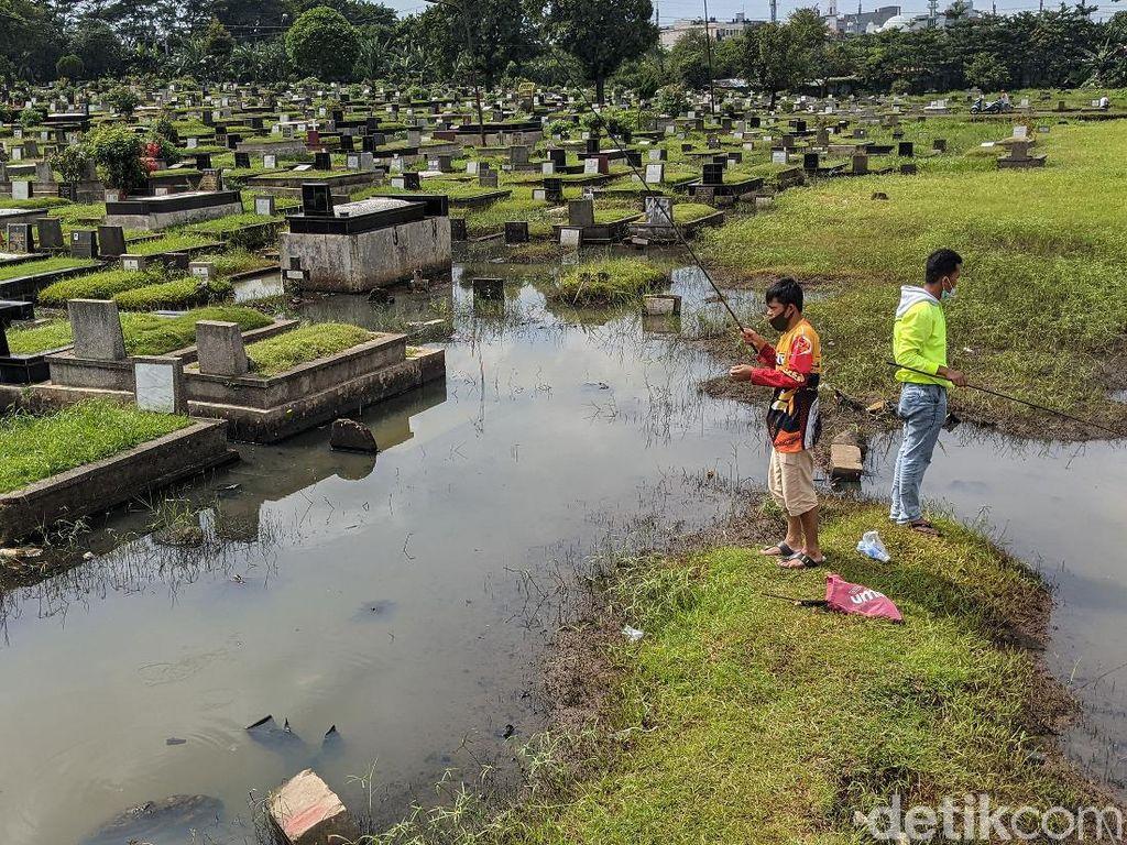 Selamat Datang di Jakarta, Saat Kuburan Jadi Tempat Mancing Warga