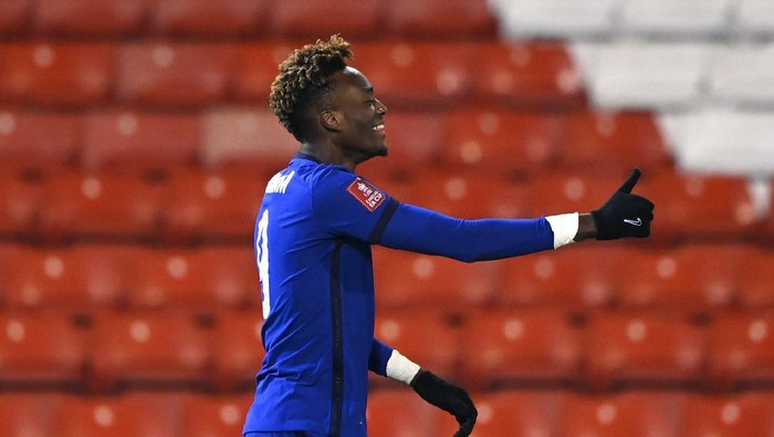 BARNSLEY, ENGLAND - FEBRUARY 11: Tammy Abraham of Chelsea celebrates after scoring their sides first goal  during The Emirates FA Cup Fifth Round match between Barnsley and Chelsea at Oakwell Stadium on February 11, 2021 in Barnsley, England. Sporting stadiums around the UK remain under strict restrictions due to the Coronavirus Pandemic as Government social distancing laws prohibit fans inside venues resulting in games being played behind closed doors. (Photo by Laurence Griffiths/Getty Images)