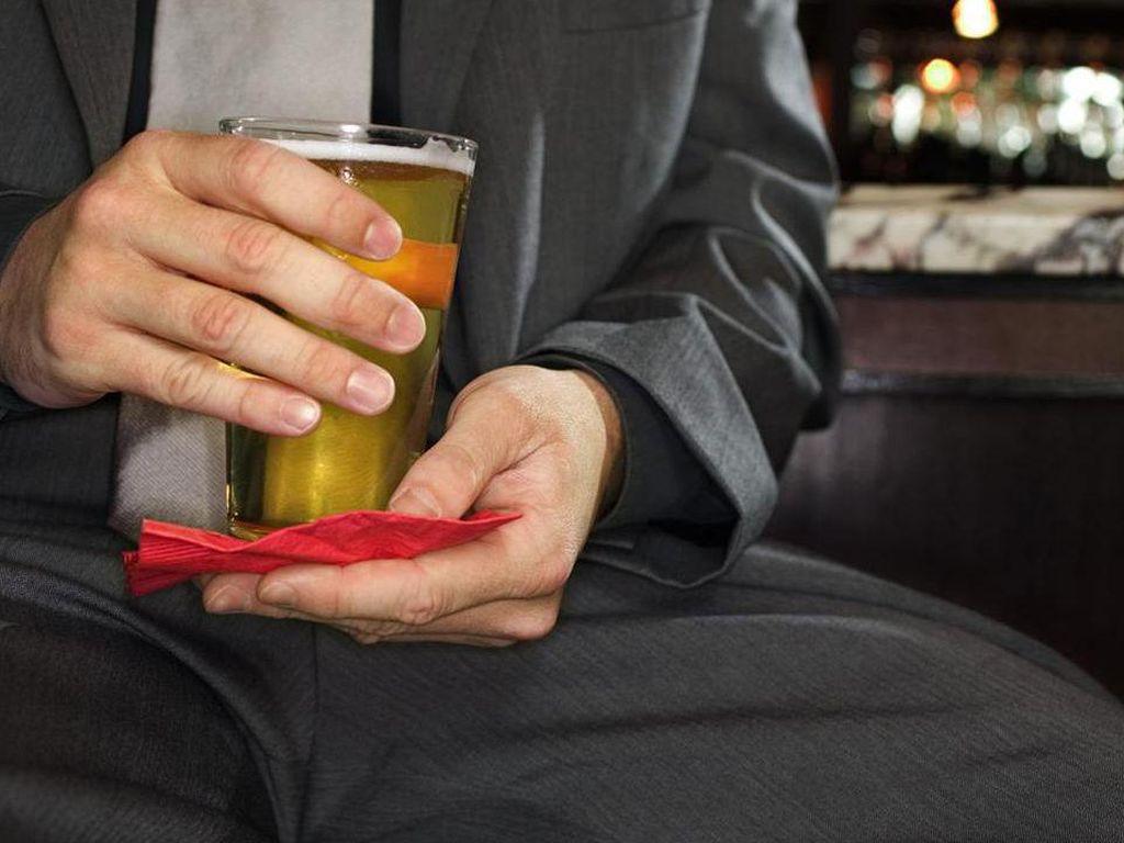Waduh! Pria Ini Campur Minuman Bosnya dengan Ludah Pasien Corona