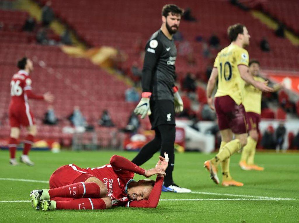 Fabinho Cedera, Siapa Duet Bek Tengah Liverpool Lawan Leicester?
