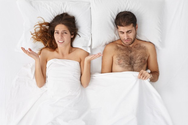 Jika penis terpelintir dengan keras saat ereksi, penis tersebut dapat patah. Tidak ada tulang di penis, tetapi saluran yang terisi darah selama ereksi dapat pecah.