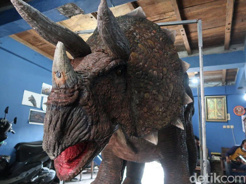 Kostum Animatronik Dinosaurus Ini Buatan Bantul Lho