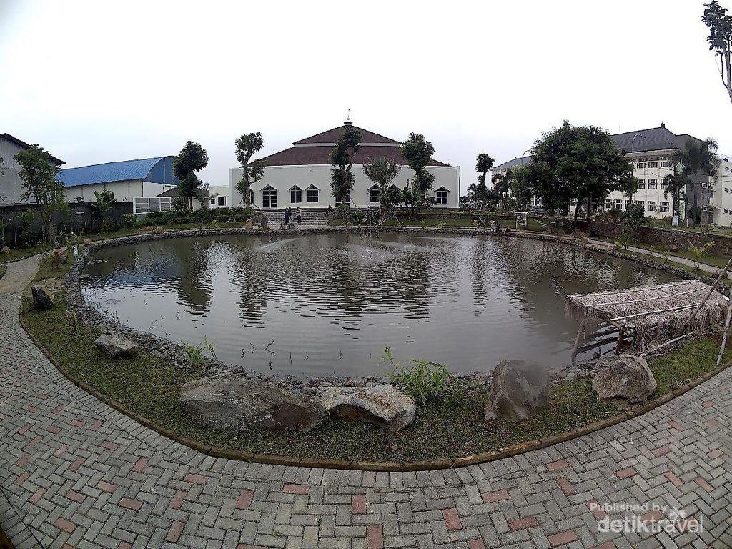 Masjid di Bandung Punya Taman Cinta, Fungsinya Merawat Ekosistem
