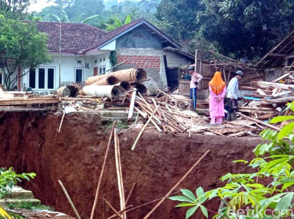 Bencana Alam dan Menguatnya Eksploitasi