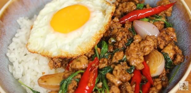 Ayam Kemangi Pad Kra Pao(sumber : youtube/DevinaHermawan)