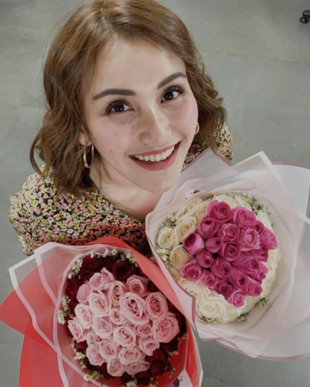 Ayu Ting-Ting mendapat fresh bouquet yang cantik/instagram.com/ayutingting92