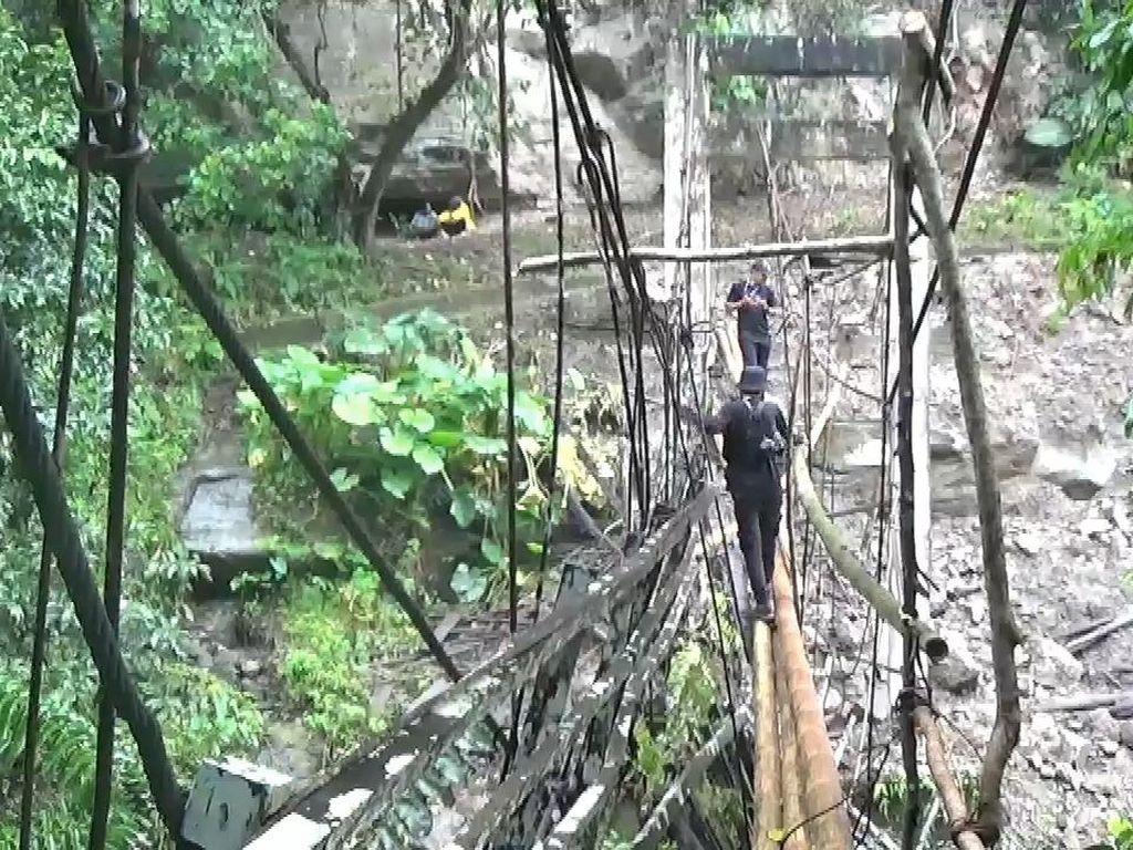 Jembatan Putus, Akses Dua Desa di Pinrang Terganggu