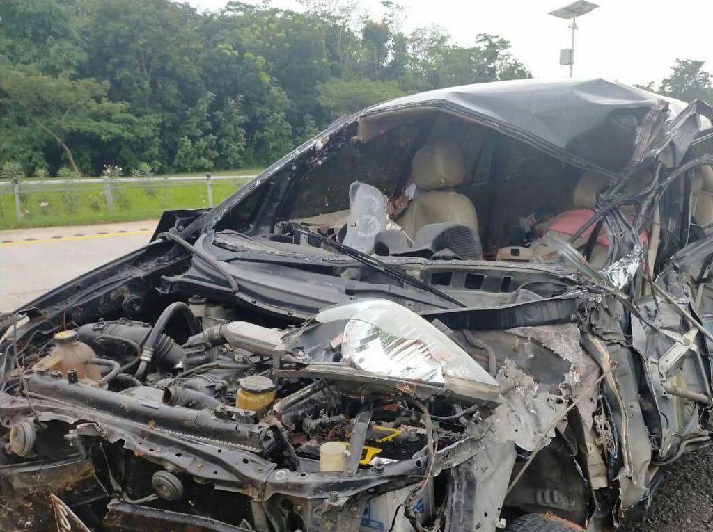 Minibus Tabrak Truk di Cipali: Balita Tewas, Tiga Lainnya Terluka