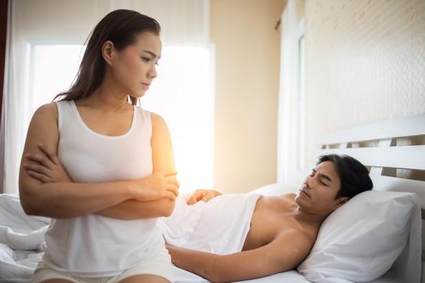Libido yang terlalu tinggi juga kerap menjadi alasan sebagian pasangan untuk mencari kesenangan lain di luar hubungannya dengan pasangan. Tentu ini akan berdampak fatal pada keharmonisan rumah tangga.