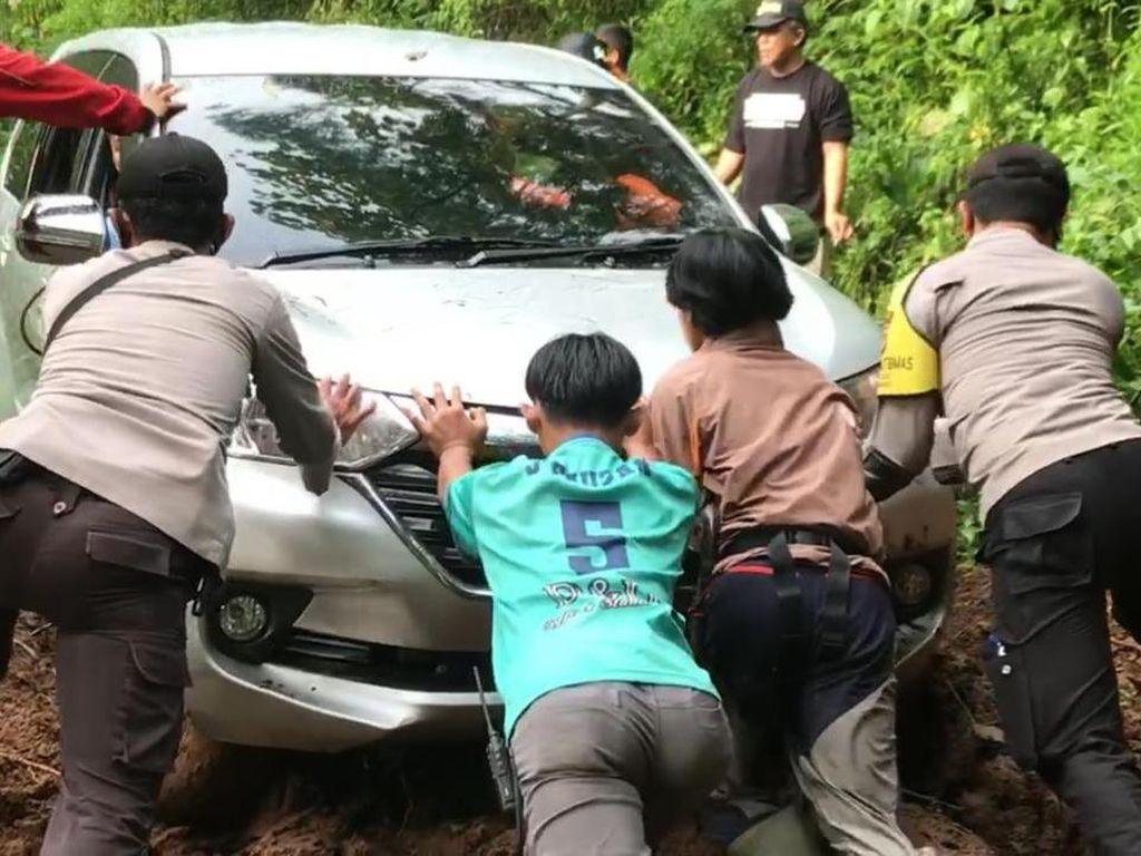 Awas Mobil Nyasar dan Tersesat di Hutan, Perhatikan Ini!