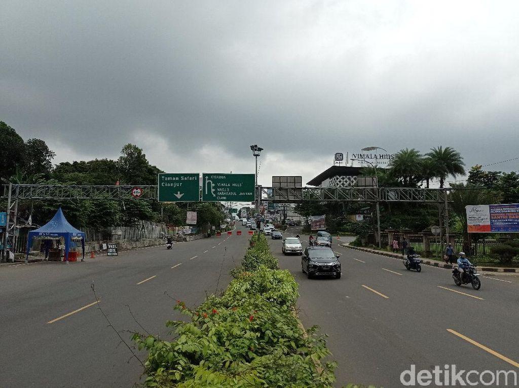 Polisi Terapkan One Way di Puncak Bogor Siang Ini