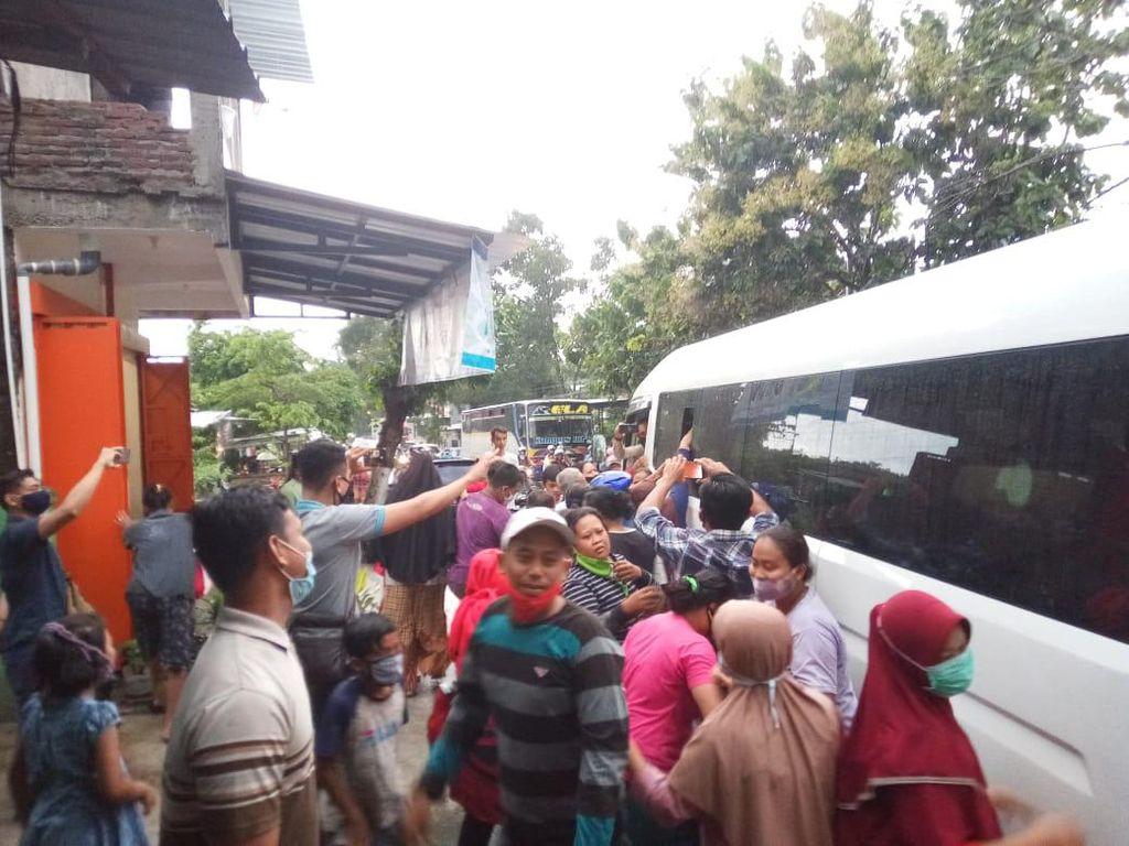 Dari Pacitan, Jokowi Ziarah ke Makam Orang Tua Bareng Gibran