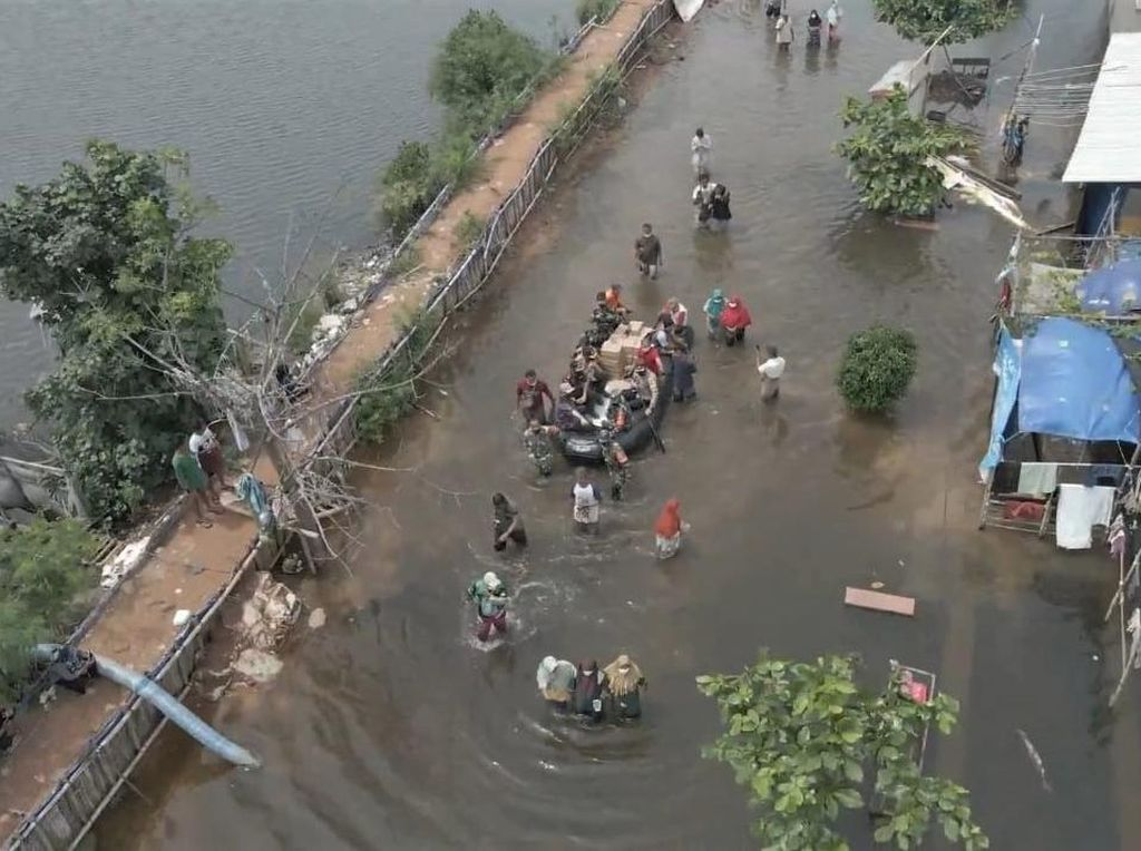 11 Lokasi Banjir di Pulau Jawa, Traveller Harap Hati-hati!