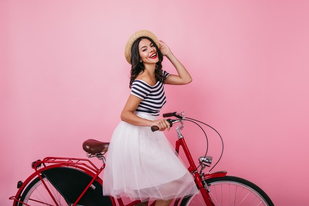 Tulle Skirt yang mengembang dengan cantik berhasil menciptakan ilusi lebih jenjang pada kaki pemakainya.