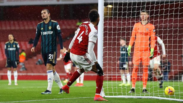 LONDON, ENGLAND - FEBRUARY 14: Pierre Emerick Aubameyang of Arsenal celebrates after scoring their side's fourth goal during the Premier League match between Arsenal and Leeds United at Emirates Stadium on February 14, 2021 in London, England. Sporting stadiums around the UK remain under strict restrictions due to the Coronavirus Pandemic as Government social distancing laws prohibit fans inside venues resulting in games being played behind closed doors. (Photo by Julian Finney/Getty Images)